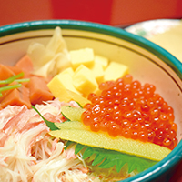 """Three-colored Gemstone Rice Bowl"": Make your own hand-rolled sushi (makizushi)"