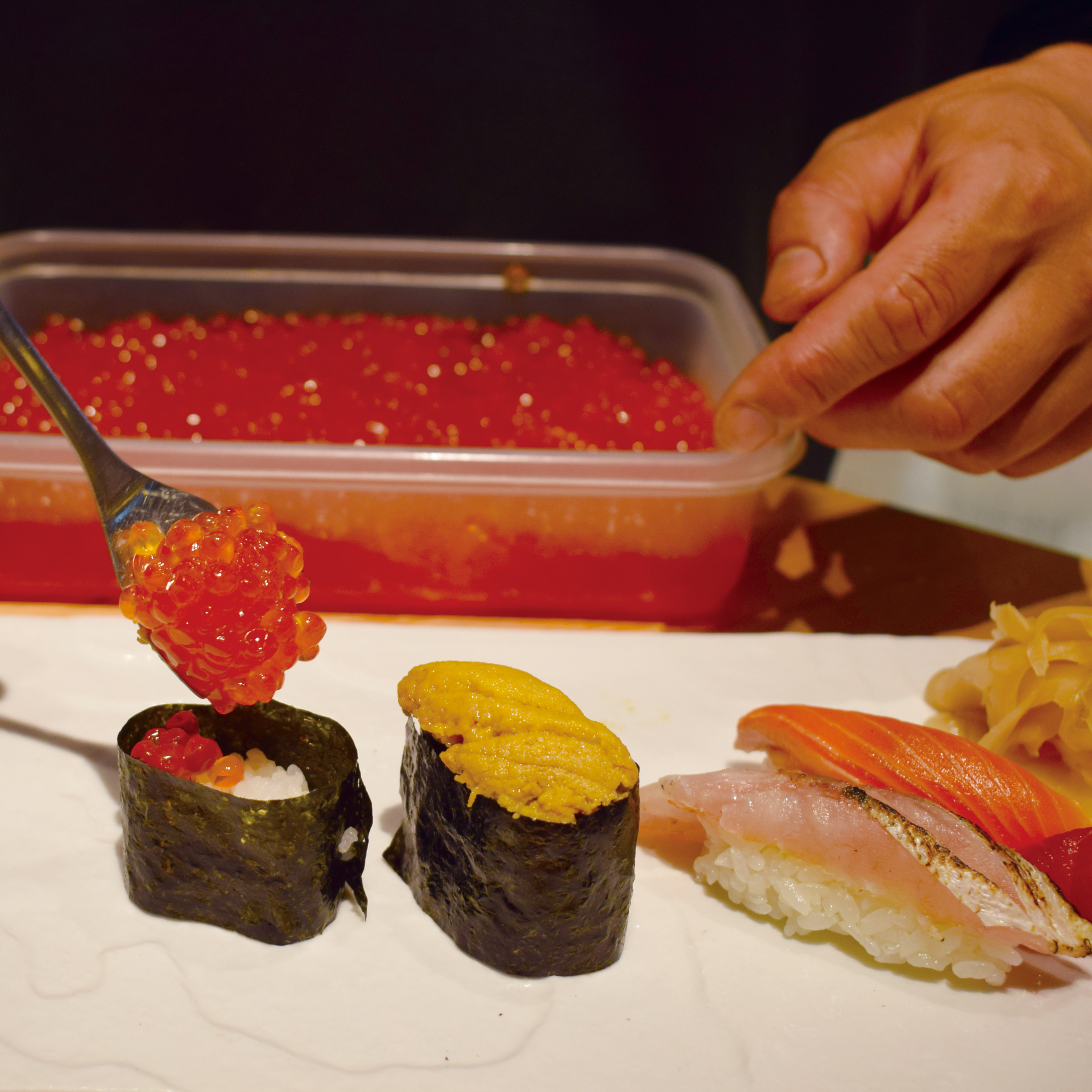 Straight from the head chef! Make your own hand-formed sushi (nigirizushi)