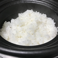 White rice cooked in an earthenware pot (ginshari)